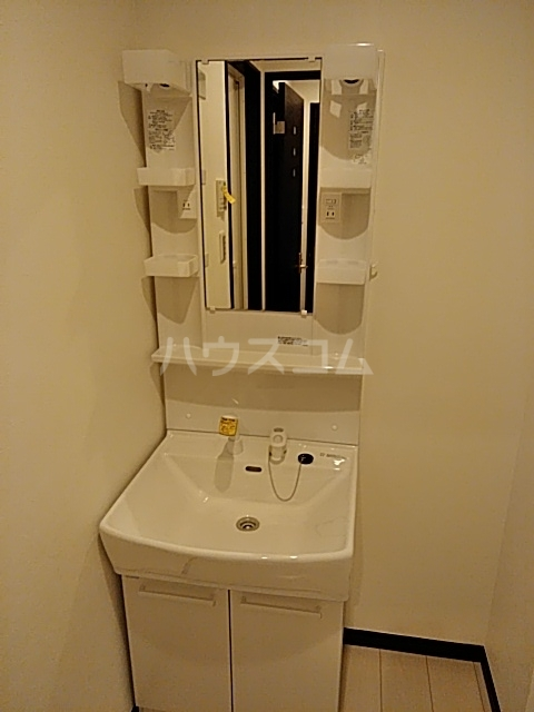 パインリーブス 201号室の洗面所