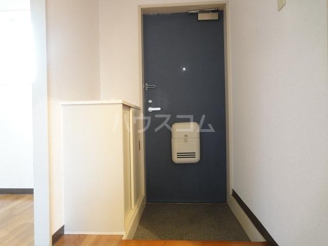 ニュープレイス 01020号室の玄関