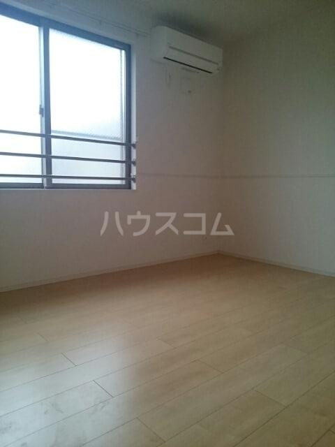 ラ ヴィータ リッカ 02020号室の居室