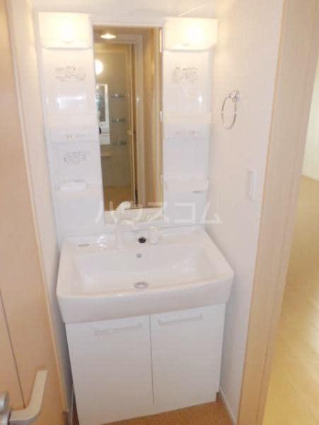 プリエ・エトワールB 01010号室の洗面所