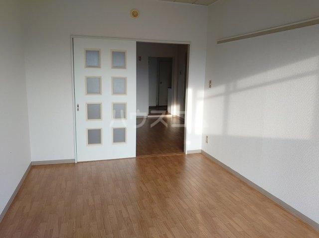 サカエハイツ 0302号室のリビング