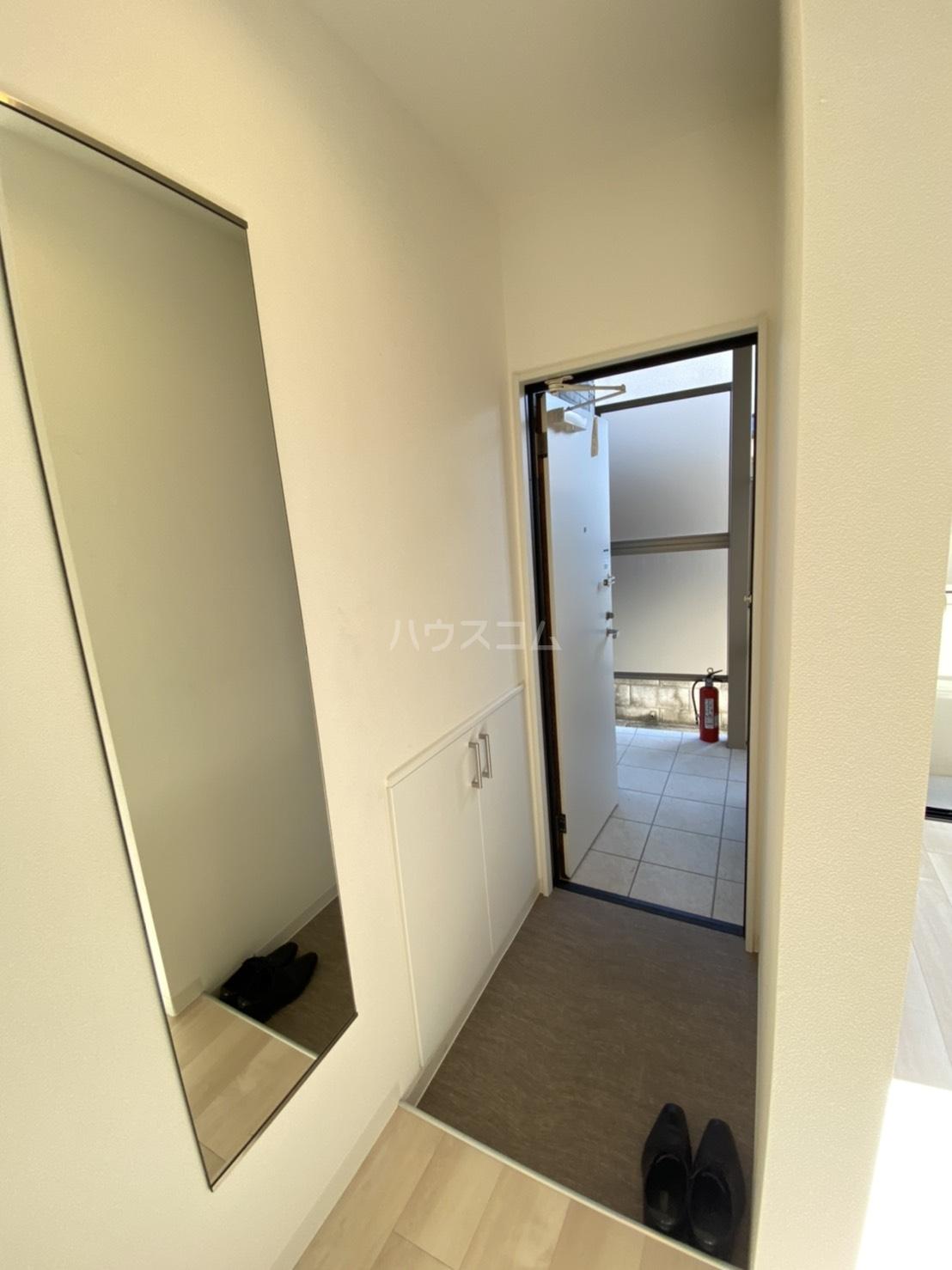 メゾン高槻Ⅱ号館 102号室の玄関