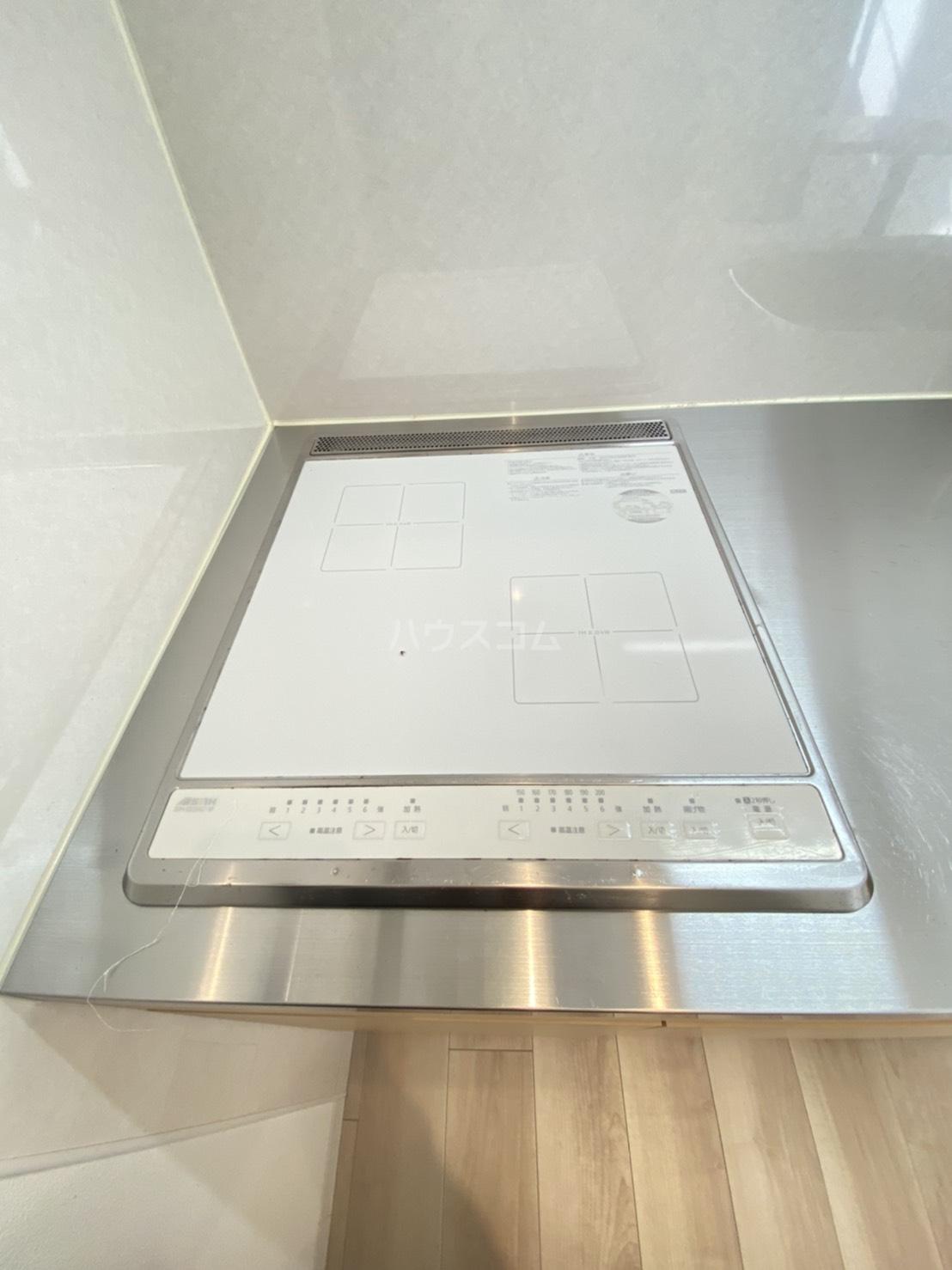 メゾン高槻Ⅱ号館 102号室のキッチン