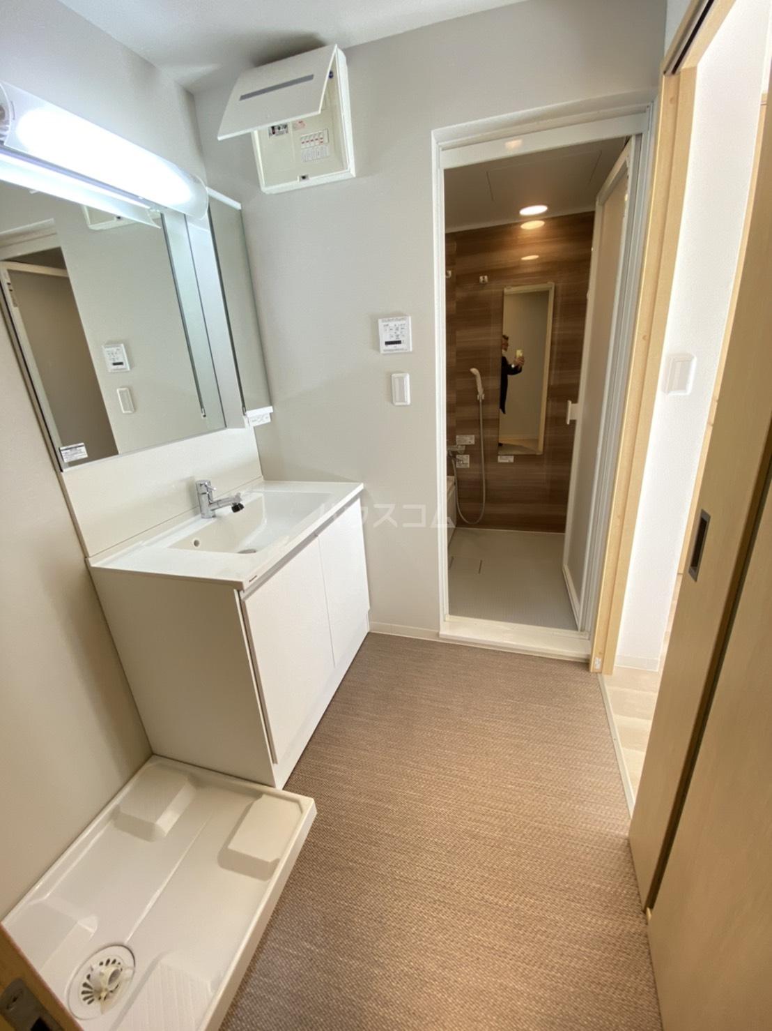 メゾン高槻Ⅱ号館 102号室の洗面所