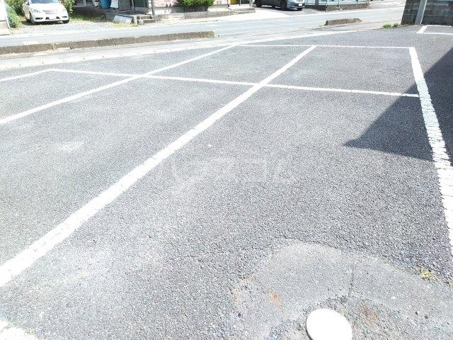 インペリアル 101号室の駐車場