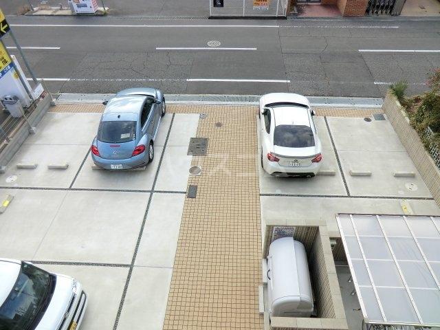 シャーメゾン東岸和田 305号室の駐車場