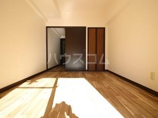 ライオンズマンション成増第五 104号室のリビング