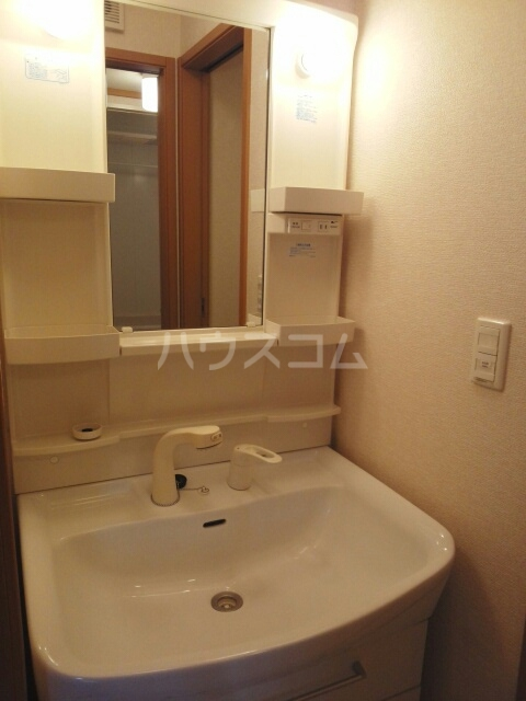 サンリットスクエアB 01020号室の洗面所