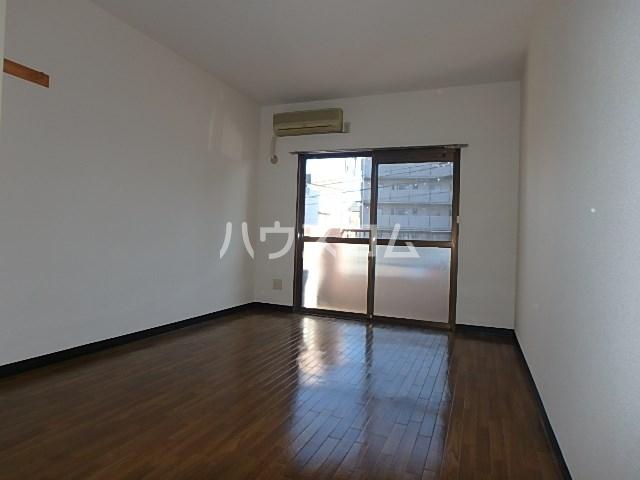 ラ・セフィーロⅢ 102号室の居室