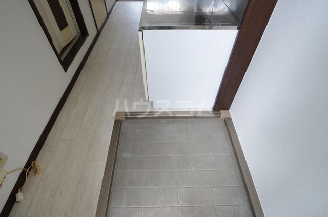 サンライフ日吉 201号室の玄関