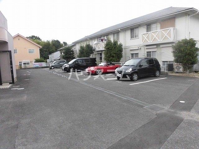 マ・メゾン藤ヶ丘A 202号室の駐車場