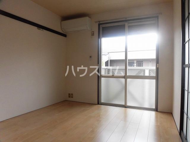 マ・メゾン藤ヶ丘A 202号室のリビング