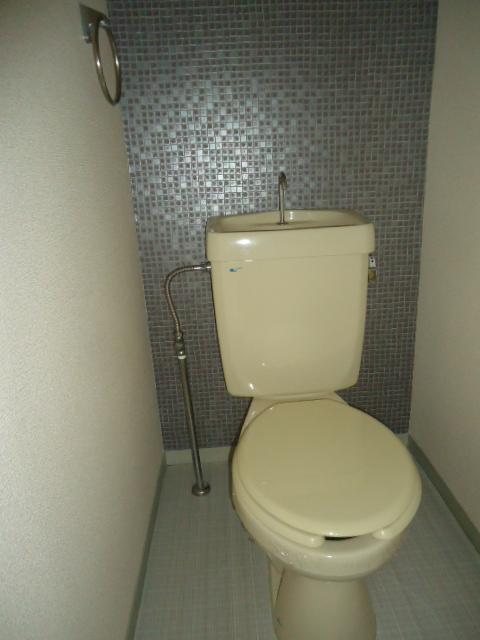 リバティスクエア A206号室のトイレ