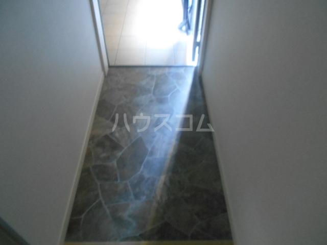 コルディアルマン貫井 201号室の玄関