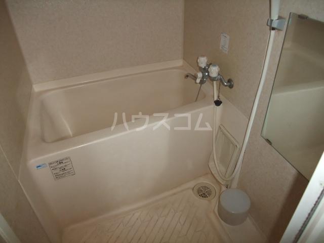 メゾンドールST 403号室の風呂