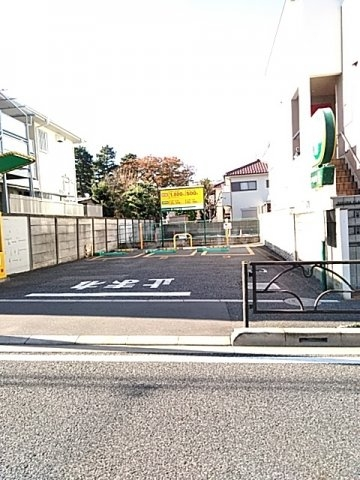 WEST VALLEY 107号室の駐車場