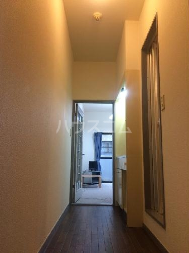 REVANCE HIGASHIURAWA 103号室の玄関