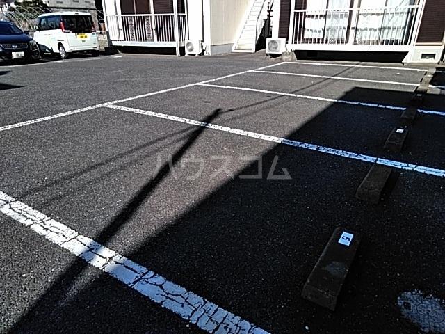 コーポなみまつ Ⅰ 102号室の駐車場