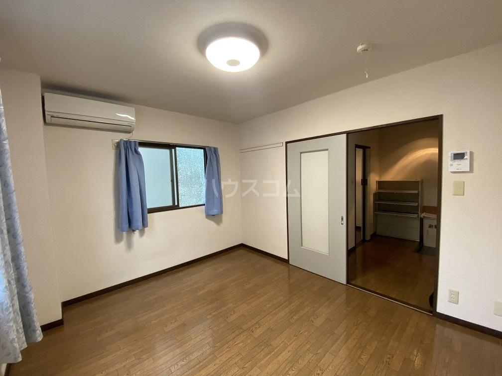ハイネス青戸 2-B号室の居室