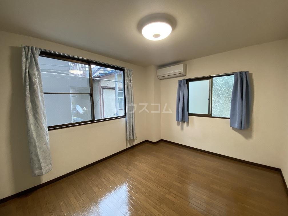 ハイネス青戸 2-B号室のリビング