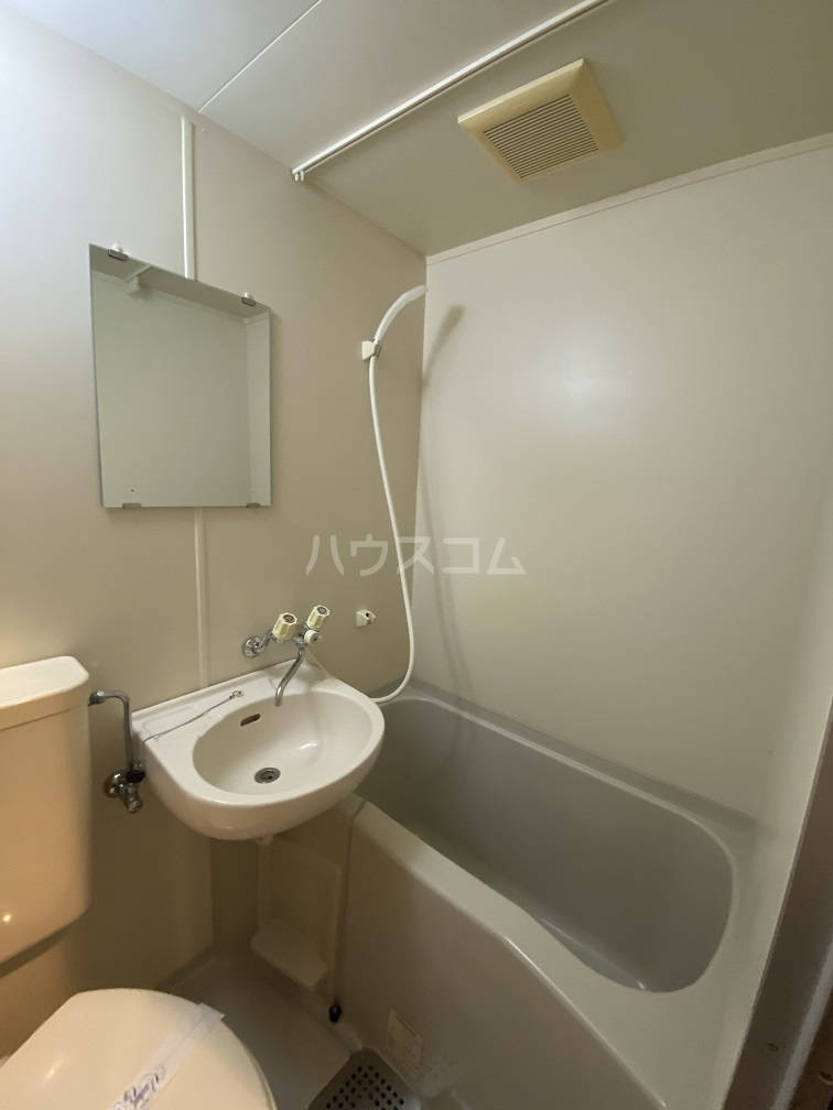ハイネス青戸 2-B号室の風呂