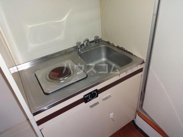 ホワイトハウス新栄 2C号室のキッチン