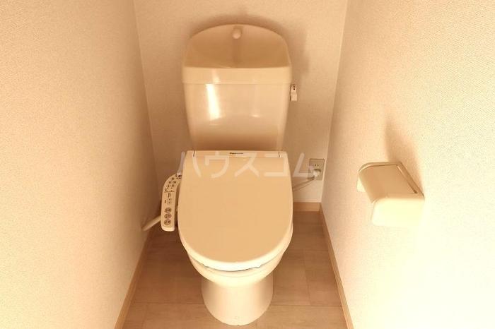 メゾンエクレールC 102号室のトイレ