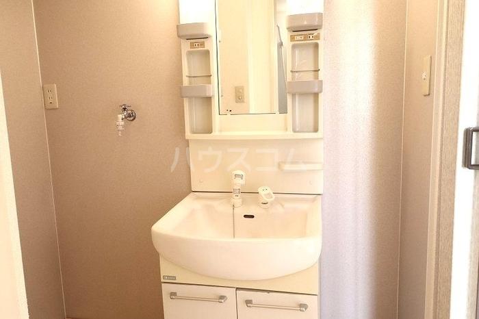 メゾンエクレールC 102号室の洗面所