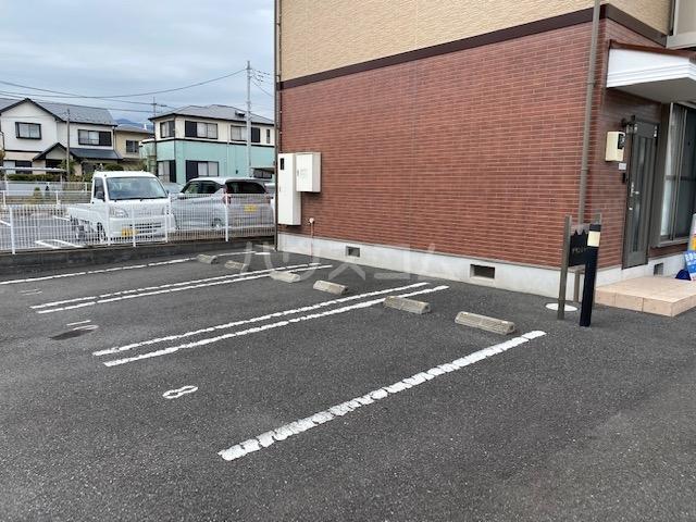 グランシャリオの駐車場