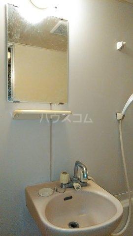小美玉メゾンオークラ E棟 102号室の洗面所