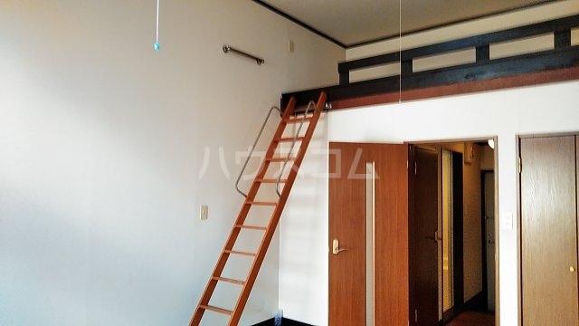 小美玉メゾンオークラ E棟 102号室のリビング