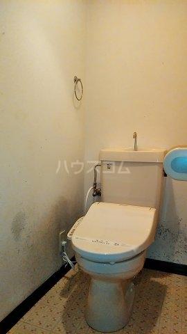 小美玉メゾンオークラ E棟 102号室のトイレ