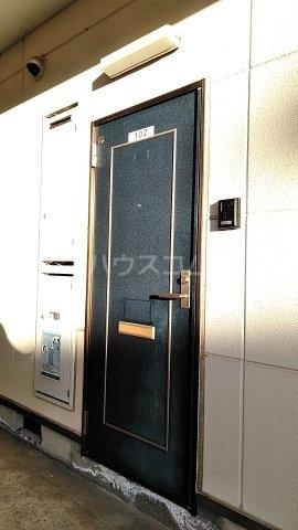 小美玉メゾンオークラ E棟 102号室の玄関