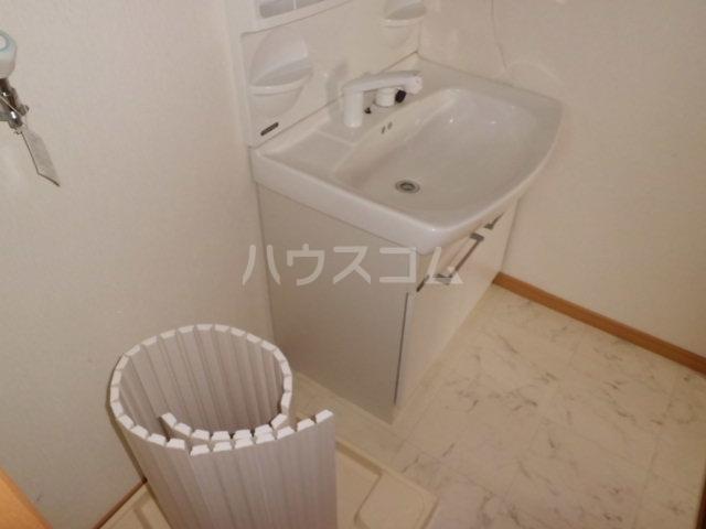 シルクハイツA 201号室の洗面所