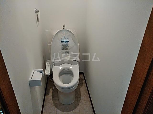 グランフェリオ横浜元町 201号室のトイレ