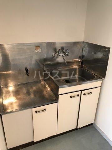 プラザ・ドゥ・ネービス 102号室のキッチン