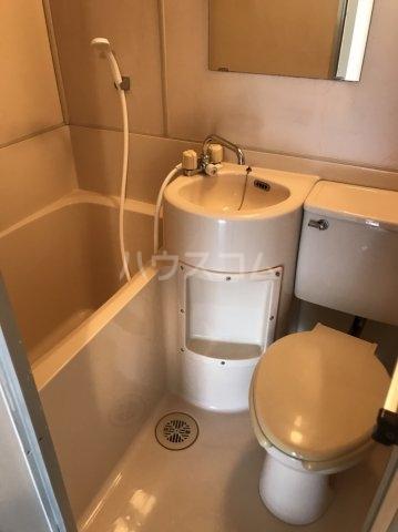 プラザ・ドゥ・ネービス 102号室のトイレ