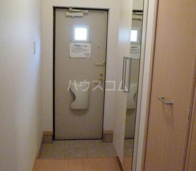 パティオ Ⅱ 01020号室の玄関