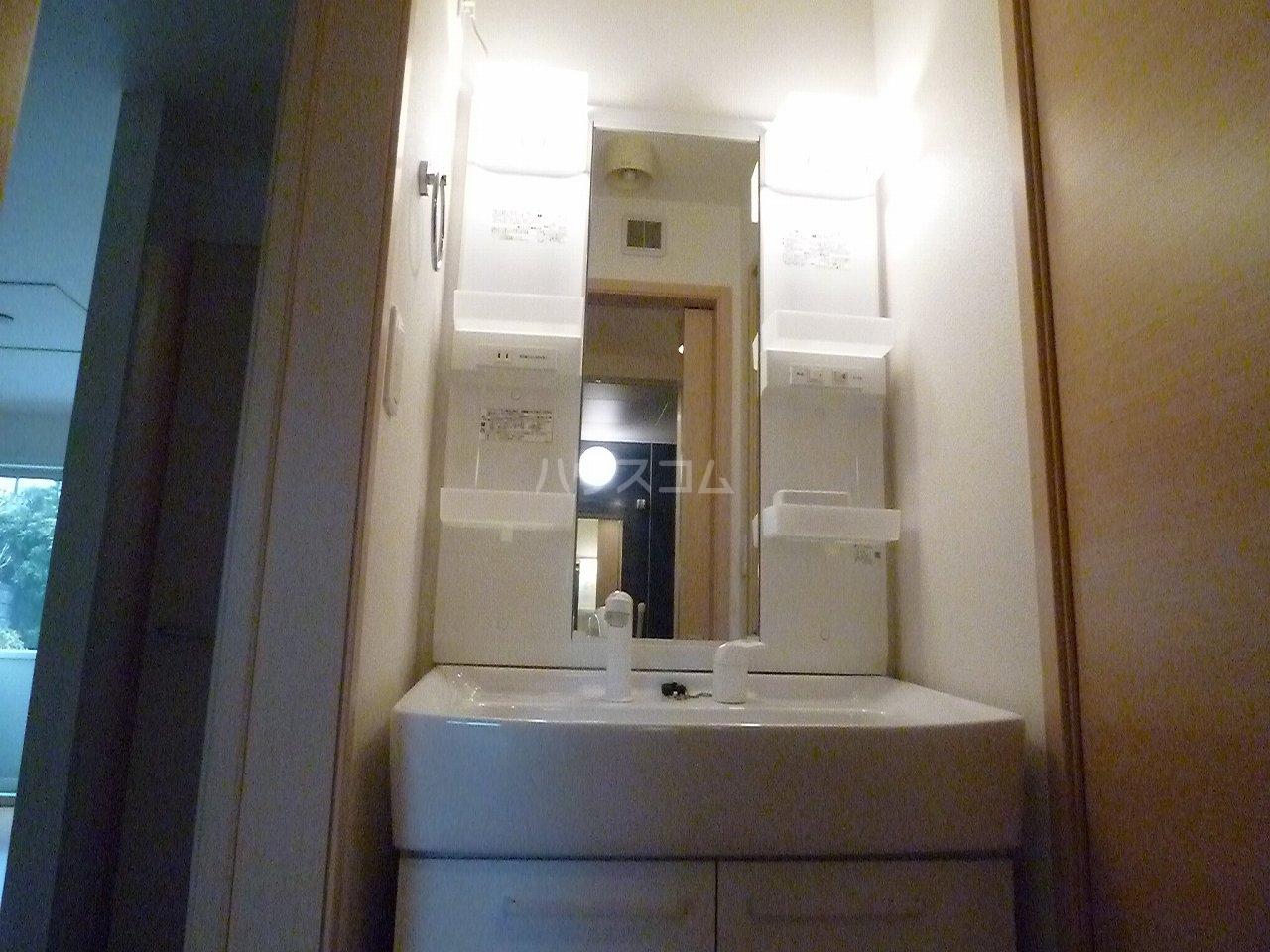 パティオ Ⅱ 01020号室の洗面所