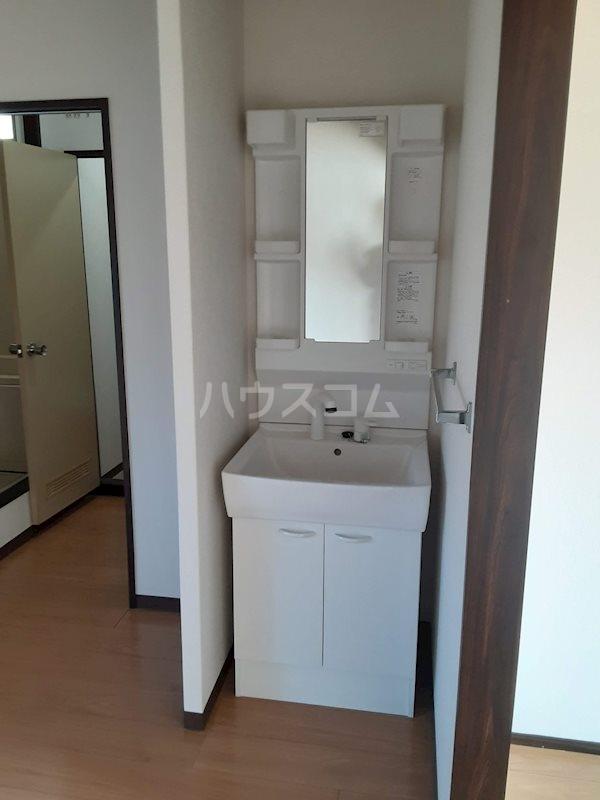 北ウイングB 205号室の洗面所