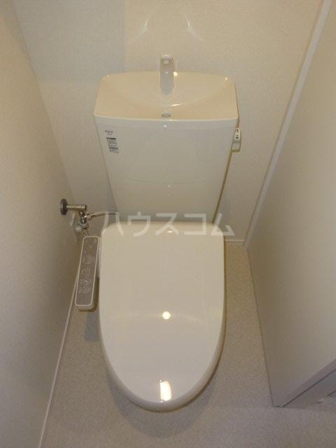 ヒルサイド見附町 106号室のトイレ