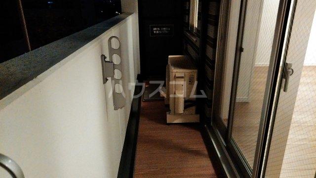 アジールコート新高円寺 205号室のバルコニー