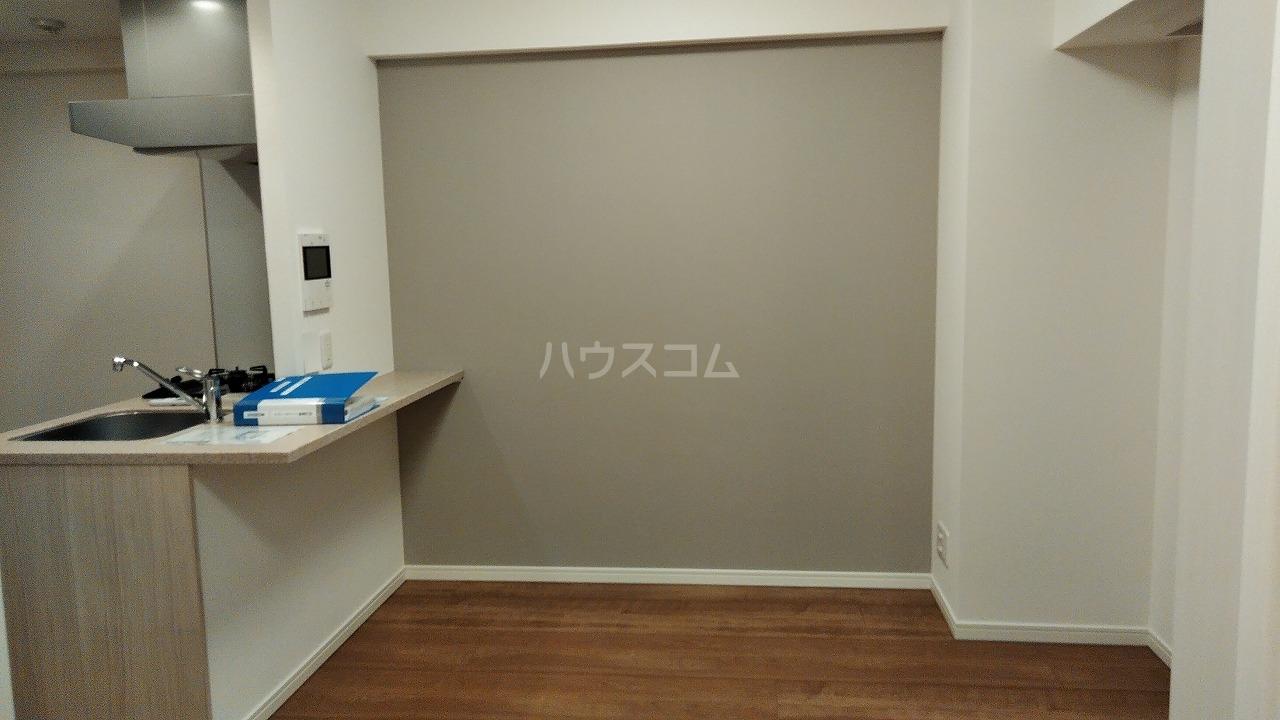 アジールコート新高円寺 205号室のリビング