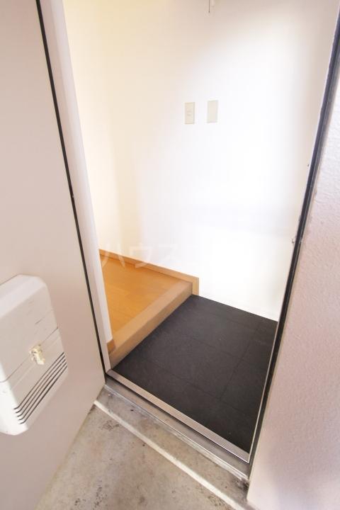 グランドールマンション 101号室の玄関