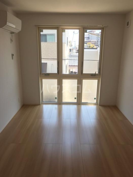 ラ メゾン ボヌール桜塚A棟 203号室のベッドルーム