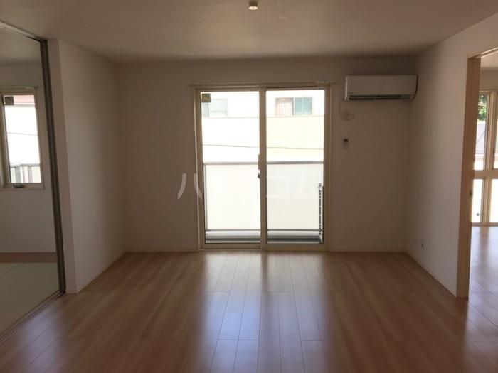 ラ メゾン ボヌール桜塚A棟 203号室のリビング