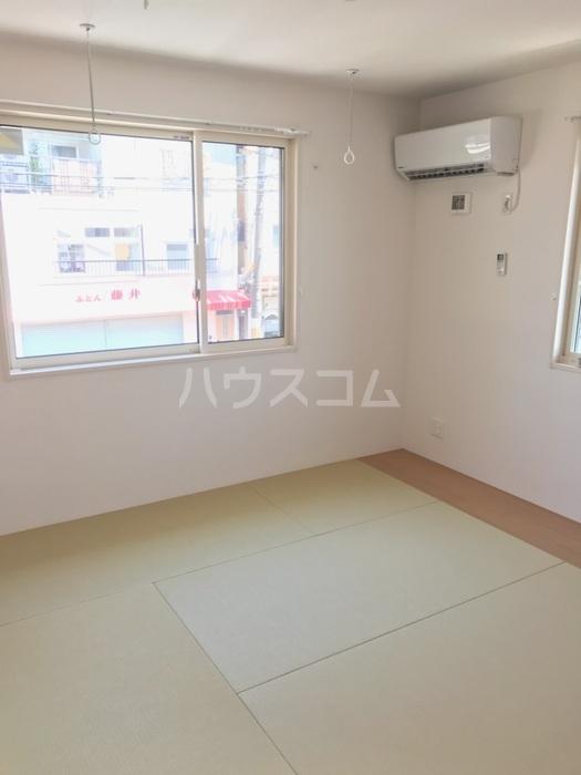 ラ メゾン ボヌール桜塚A棟 203号室の居室
