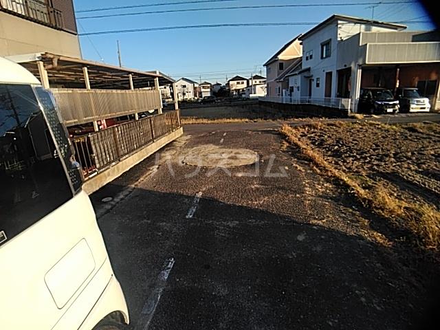 井内町借家の駐車場