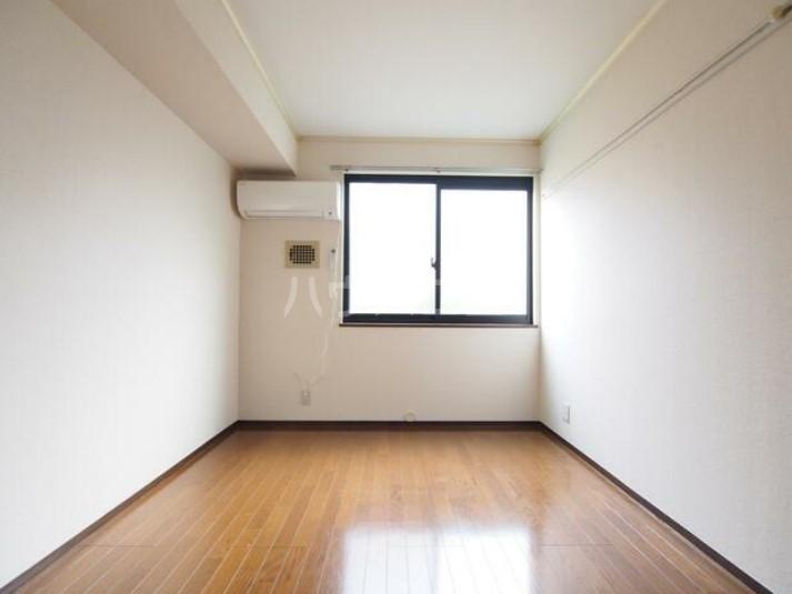 DUEX YUKI 202号室のリビング