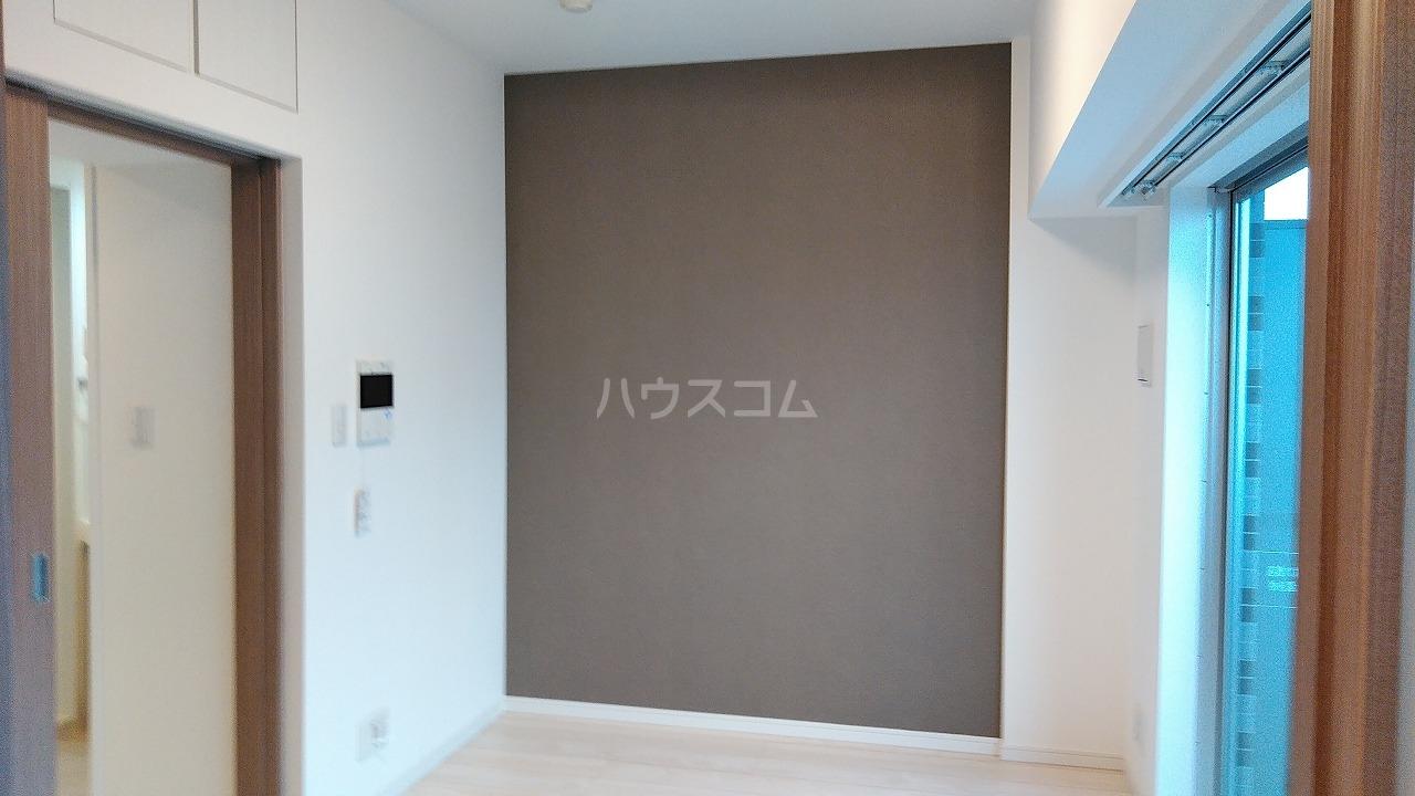アジールコート新高円寺 402号室のリビング